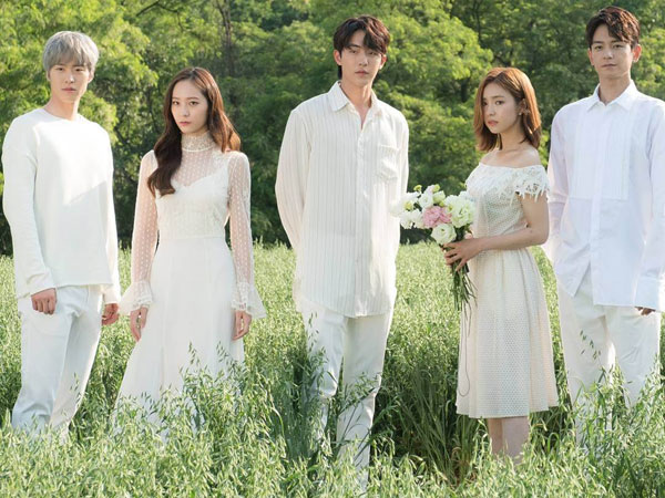 Visual Sempurna Pemain 'Bride of the Water God' di Foto Teaser Bak Negeri Dongeng