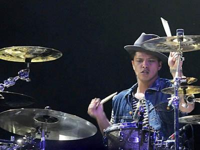 Seperti Apa Aksi Bruno Mars Saat Main Drum?