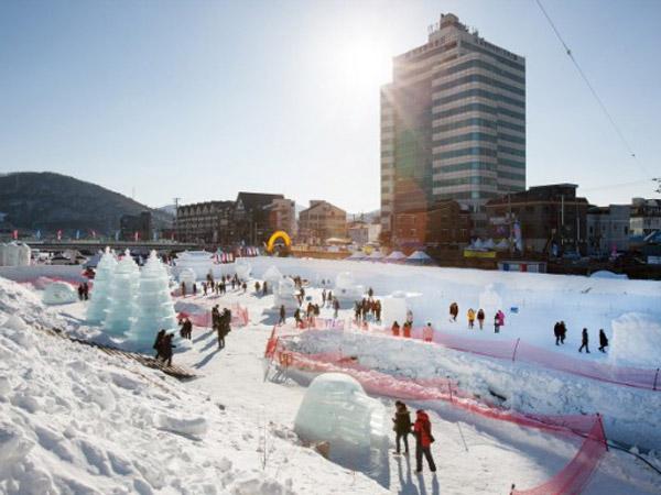 Serunya Festival Salju Daegwallyeong yang Ternyata Ada di Tengah Kota!
