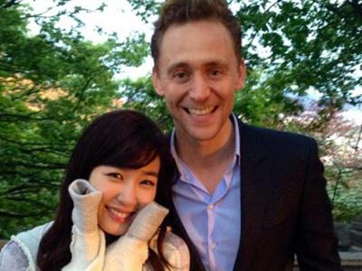 Fans Heboh Tengok Foto Tom Hiddleston Cium Tiffany SNSD!