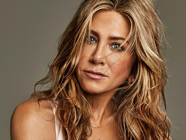 Jennifer Aniston Lelang Foto Bugil untuk Donasi Covid-19