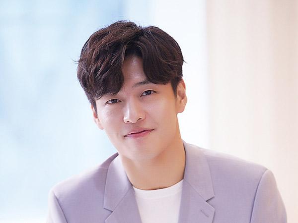 Kang Ha Neul Ungkap Orangtua Jadi Alasannya Ambil Tawaran Main Teater