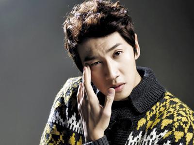 Ulang Tahun, Lee Kwang Soo Terima Banyak Hadiah 'Jerapah'