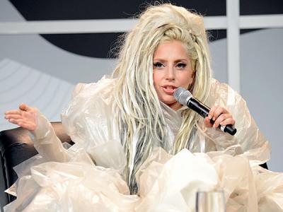 Tampilkan Aksi Menjijikan di Panggung, Lady Gaga Dapat Petisi Kecaman!