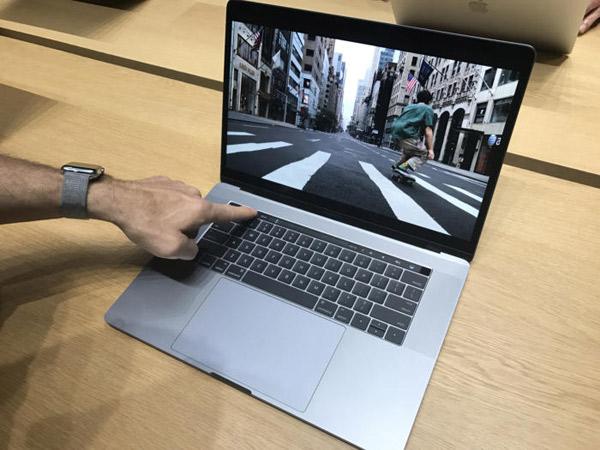 Rilis MacBook Pro Terbaru, Apple Hadirkan Fitur 'Touch Bar' di Bagian Atas Keyboard!