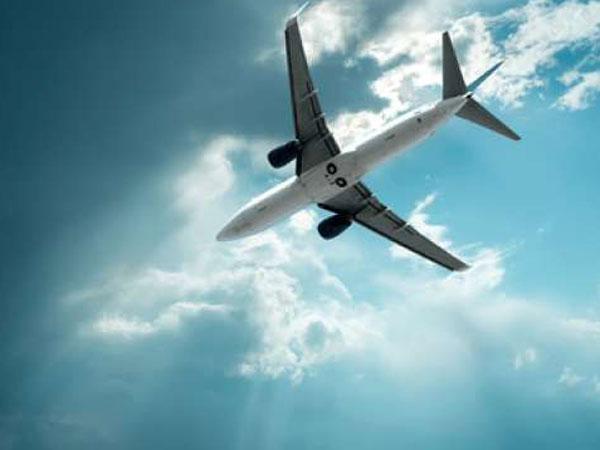 Apes, Halaman Rumah Orang Ini Kejatuhan Mayat Dari Pesawat Terbang Yang Melintas