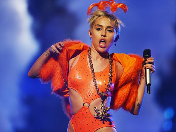 Duh, Miley Cyrus akan Rilis Lagu Tentang Kucing Mati?