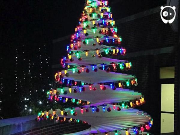 Punya Niat Mulia, Pria Ini Hebohkan Netizen dengan Buat Pohon Natal Berbentuk Spiral