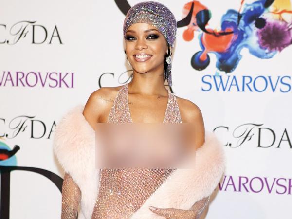 Ini Tanggapan Rihanna Tentang Gaun Transparannya