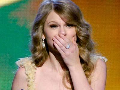 Tabrak Mobil, Taylor Swift Akui Pengemudi yang Buruk