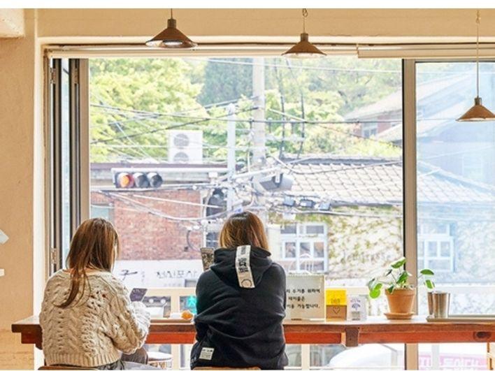 Melipir Sejenak, Bersantai di Kafe Kopi Antik Ini Yuk