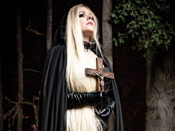 Punya Judul Kontroversial, Lagu Baru Avril Lavigne Diprotes Umat Kristiani