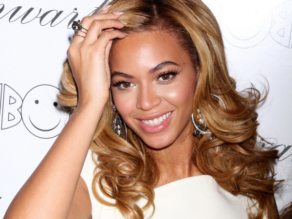 Kembali Edit Fotonya Agar Terlihat Lebih Kurus, Beyonce Tuai Cibiran Fans