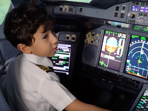Kisah Haru dan Bangga, Bocah 6 Tahun yang Mampu 'Kendalikan' Pesawat!