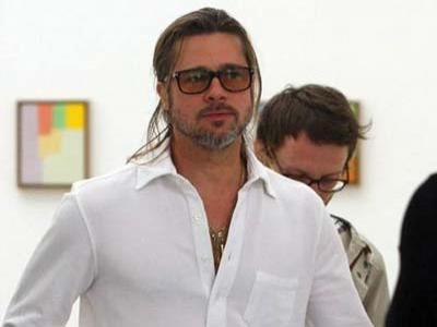 Brad Pitt Marah Lihat Lukisan Jolie Pasca Masektomi