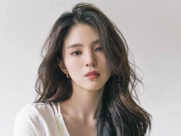 Agensi Bantah Han So Hee Gantikan Seo Ye Ji di Drama 'Island'