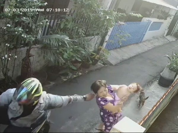 Kelanjutan Kasus Jambret Ibu Gendong Bayi hingga Terpental Ke Aspal yang Terekam CCTV