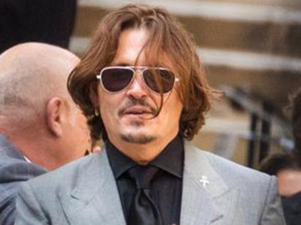 Johnny Depp Minta Persidangan Ditunda Demi Syuting 'Fantastic Beast 3'