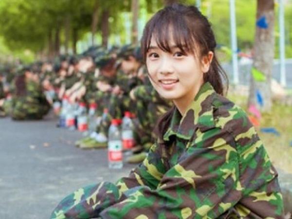 Wah, Anggota Militer Cantik Ini Buat Para Pria Ingin Cepat Masuk Wamil?