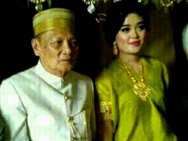 Dipinang dengan Rp 1 M, Gadis Cantik Ini Resmi Dinikahi Kakek Usia 70 Tahun!