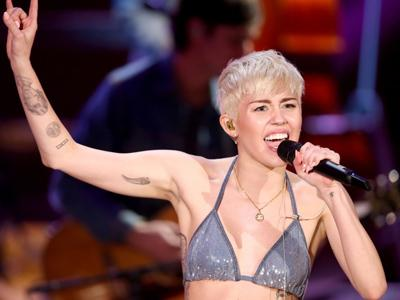 Miley Cyrus akan Bagikan Celana Dalam di 'Bangerz Tour 2014'!