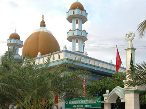 Libur Sebulan Penuh Bersama Muslim Vietnam Selama Ramadhan