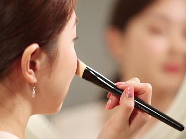 "Tak Ingin Buat Pasangan Kecewa, Banyak Wanita Korea ""Sembunyikan"" Wajah dengan Makeup"