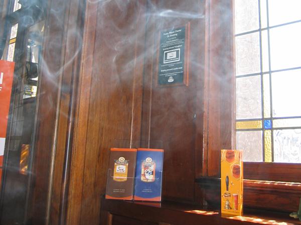 Selain Perokok Pasif, Bahaya Kesehatan Juga Mengintai dari Barang yang Terpapar Asap Rokok!