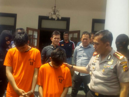 Gelap Mata, Kedua Remaja Asal Bandung Begal Korban di Depan Kantor Polisi