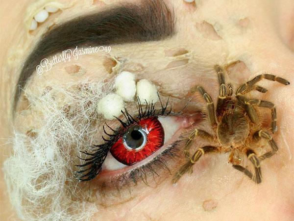 Bikin Merinding, Makeup Artis Ini Merias Wajah dengan Serangga Sungguhan