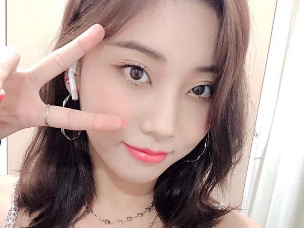 Tanggapan Resmi Dari Seungyeon CLC Soal Staff Yang Mendorongnya: Kami Hanya Sedang Bercanda!