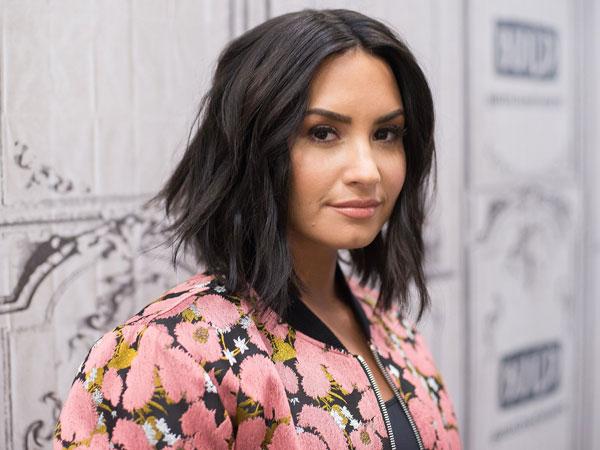 Lagi Liburan di Bali, Demi Lovato Malah Kena Cedera!