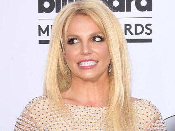 Dikabarkan Meninggal, Britney Spears Bantah dengan Foto Konyol A la Charlie's Angels