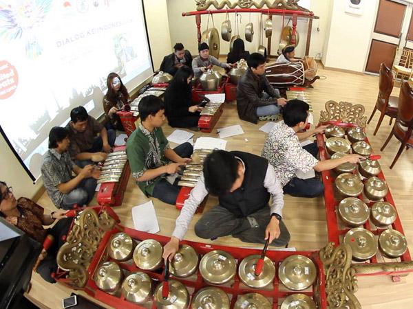 Keren, Anak Muda Korea Selatan Mulai Minati Gamelan Indonesia!