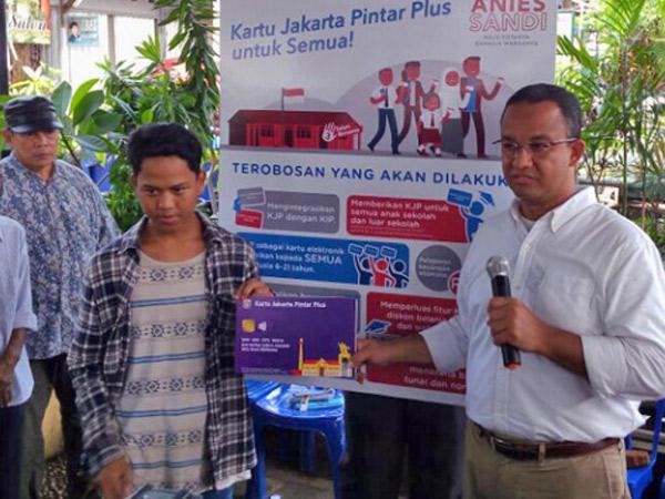 Sering Ngulang Kalimat Hingga Hilangkan Ujung Kalimat, Anies Baswedan Ngaku 'Geli' dengan Gaya Kampanyenya!