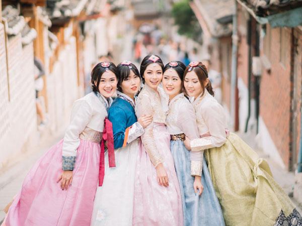 Semua Tentang Pengalaman Budaya, Asyiknya Coba Hanbok Langsung di Hanok Village Mansangol
