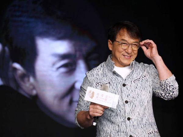 Jackie Chan Janjikan Rp 2 M Bagi Orang yang Bisa Temukan Obat Virus Corona!