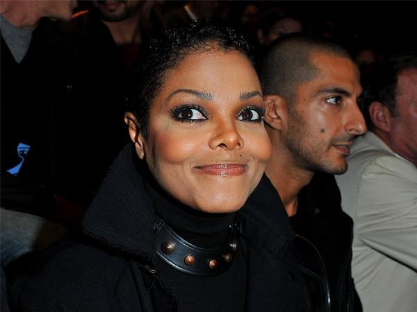 Berhijab, Begini Penampilan Perdana Janet Jackson Pasca Konfirmasi Kehamilannya