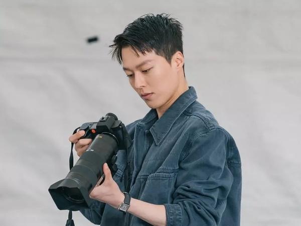 Pesona Jang Ki Yong sebagai Fotografer di Drama Baru Bareng Song Hye Kyo