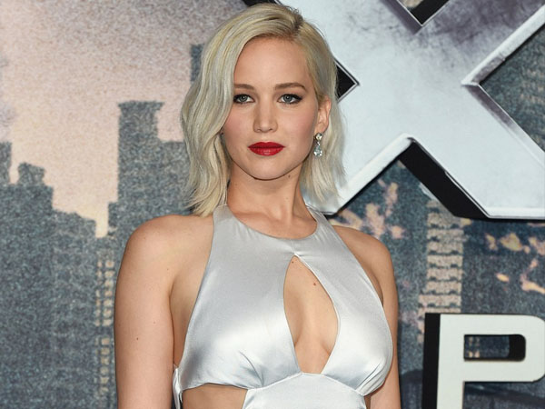 Duh, Jennifer Lawrence Hampir Terjatuh di Red Carpet Screening 'X-Men: Apocalypse'!