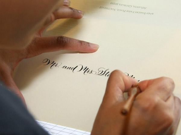Profesi Unik Bergaji Miliaran di Gedung Putih: Menulis Kaligrafi Undangan