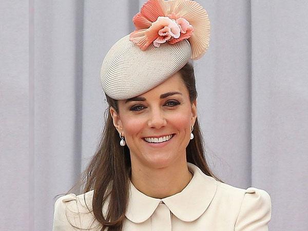 Kate Middleton Tampil Cantik dan Elegan di Kebaktian Natal Kerajaan