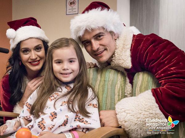 Jelang Natal, Katy Perry dan Orlando Bloom Kompak Hibur Anak-anak di Rumah Sakit