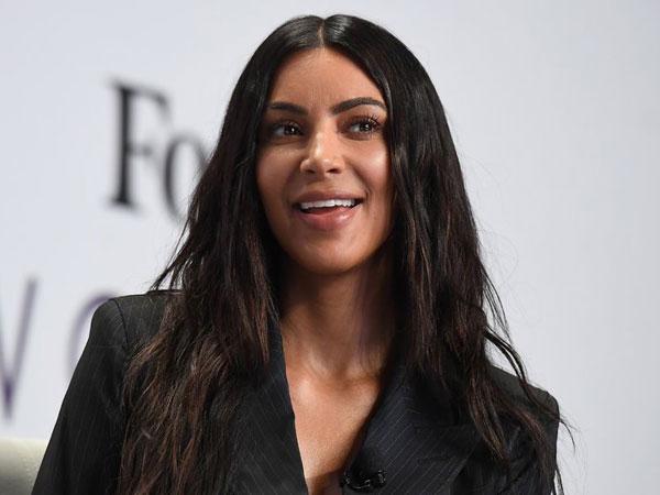 Promosi Lini Parfum Terbaru, Kim Kardashian Pamer Foto Eksplisit Tubuhnya!