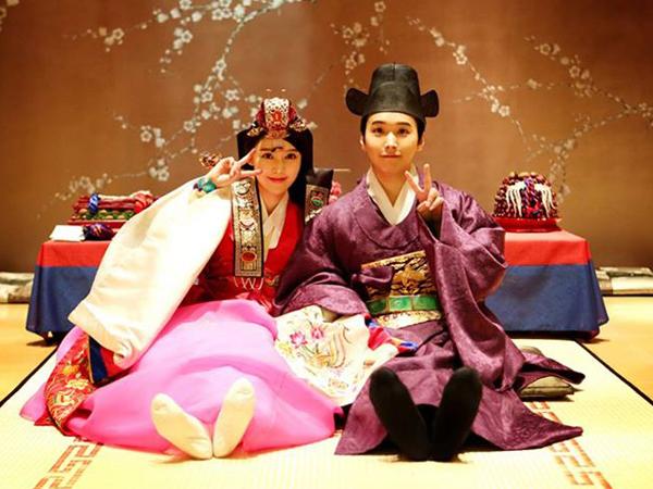 Sungmin Super Junior dan Istri Beri Ucapan Tahun Baru Lunar Lengkap dengan Hanbok