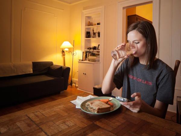 Menu Makan Hingga Suhu Kamar, Ini Hal yang Bisa Turunkan Berat Badan Saat Malam Hari