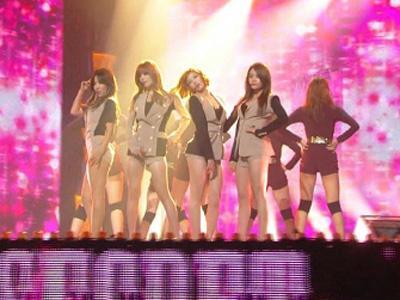 Tampil di China, Para Member Girlband K-Pop Konsumsi Pil KB?