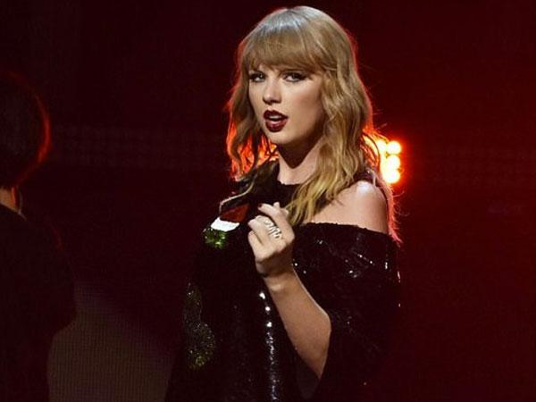 So Sweet, Taylor Swift Kepergok Digandeng Mesra Pacar Barunya