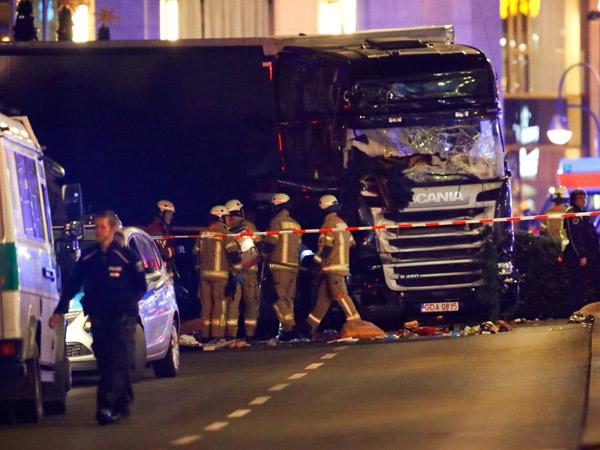Serangan Teror di Berlin, Truk 'Ngamuk' Tabrak Pasar Natal Tewaskan 12 Orang