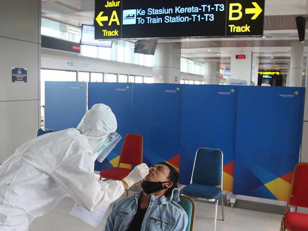 Pesawat Wajib PCR, Presiden Jokowi Minta Harga Tes Turun ke Rp 300 Ribu